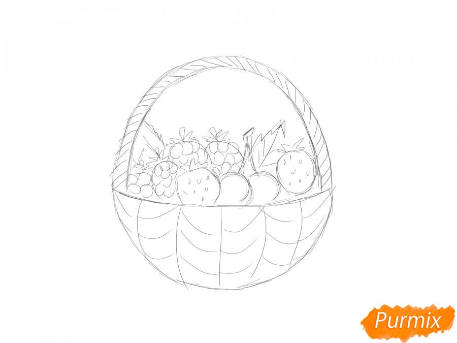 Рисуем корзину с ягодами карандашами - шаг 4