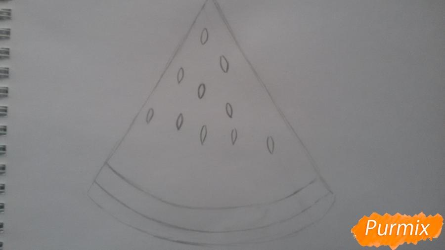Рисуем милый кусочек арбузика с глазками - шаг 3