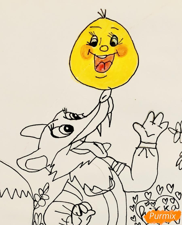 Рисуем колобка и личику цветными карандашами - шаг 8