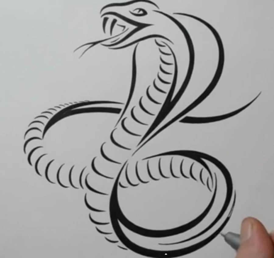 Рисуем татуировку змеи  на бумаге - шаг 6