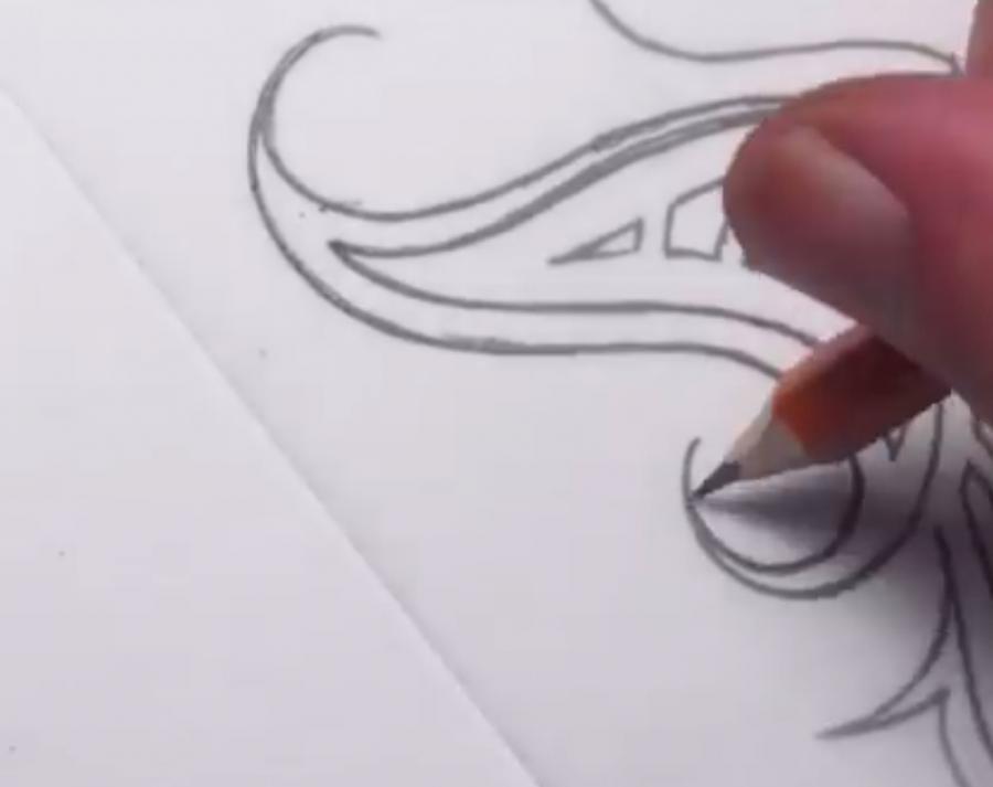 Рисуем татуировку бабочка - шаг 5