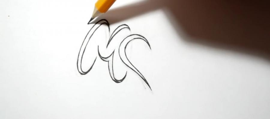 Учимся рисовать слово mom с крыльями и сердцем в стиле тату - шаг 2